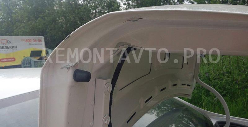 Крышка багажника Шевроле Кобальт до ремонта и покраски