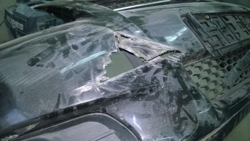 Сквозная дыра (выломанный фрагмент) бампера автомобиля Toyota Verso